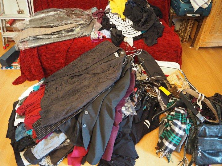 Kleiderschrank aufräumen | KonMari Methode im Vergleich